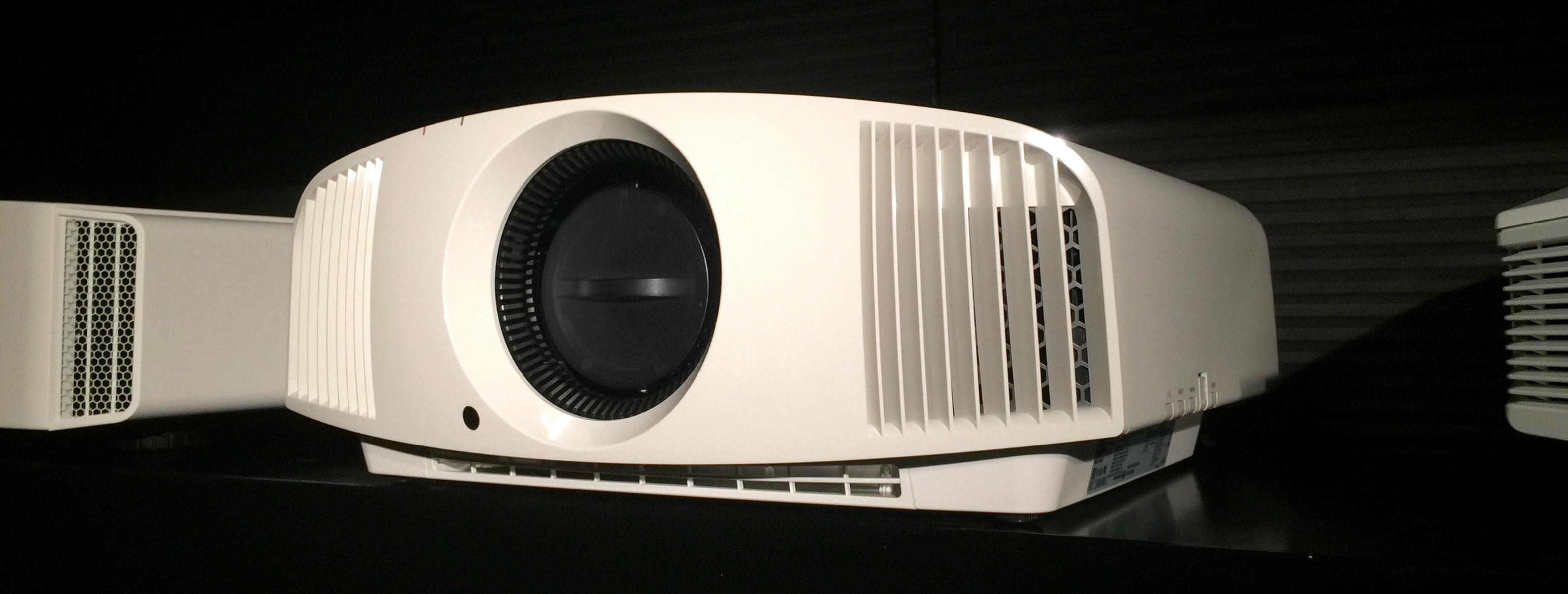 Sony-VPL-VW260ES-Heimkino-Showroom-Vorfu-hrung